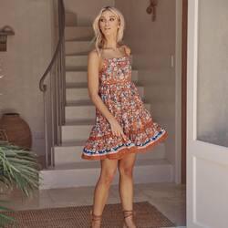 𝐉𝐚𝐝𝐚 𝐏𝐫𝐢𝐧𝐭 𝐦𝐢𝐧𝐢 𝐝𝐫𝐞𝐬𝐬   Desde la otra punta del planeta,  llega esta maravilla de vestido para robarnos el 🧡🧡🧡