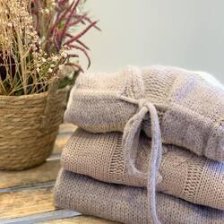 Sweater Weather ♡ ⠀⠀⠀⠀⠀⠀⠀⠀⠀ Lo mejor del otoño es poder llevar estos jerseys tan apetecibles y que vuelva el Ferrero Rocher 😜 ⠀⠀⠀⠀⠀⠀⠀⠀⠀ ⠀⠀⠀⠀⠀⠀⠀⠀⠀ ⠀⠀⠀⠀⠀⠀⠀⠀⠀ ⠀⠀⠀⠀⠀⠀⠀⠀⠀ ⠀⠀⠀⠀⠀⠀⠀⠀⠀ ⠀⠀⠀⠀⠀⠀⠀⠀⠀ #jerseys #jerseis #sweater #nknnekane #tiendasbonitas #tiendamultimarca #mataró