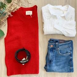 ¡Empieza oficialmente la temporada de vaqueros y #looks a capas! ⠀⠀⠀⠀⠀⠀⠀⠀⠀ ⠀⠀⠀⠀⠀⠀⠀⠀⠀ ¿Con ganas de estrenar otoño? Por aquí muchas muchísimas 😜⠀⠀⠀⠀⠀⠀⠀⠀⠀ ⠀⠀⠀⠀⠀⠀⠀⠀⠀ ⠀⠀⠀⠀⠀⠀⠀⠀⠀ ⠀⠀⠀⠀⠀⠀⠀⠀⠀ ⠀⠀⠀⠀⠀⠀⠀⠀⠀ #chaleco #chalecos #knitwear #eseoese #tiffosidenim #tiendaconencanto #tiendamultimarca #lookdeldia #lookdeotoño2020