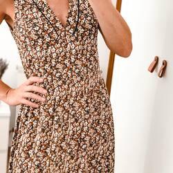 Vestido Alba 🌿 ⠀⠀⠀⠀⠀⠀⠀⠀⠀ Una de las prendas de nuestra colección propia, 'made in Barcelona', que os ha encantado 🥰  ¡Casi agotado y lo tenéis con descuento!